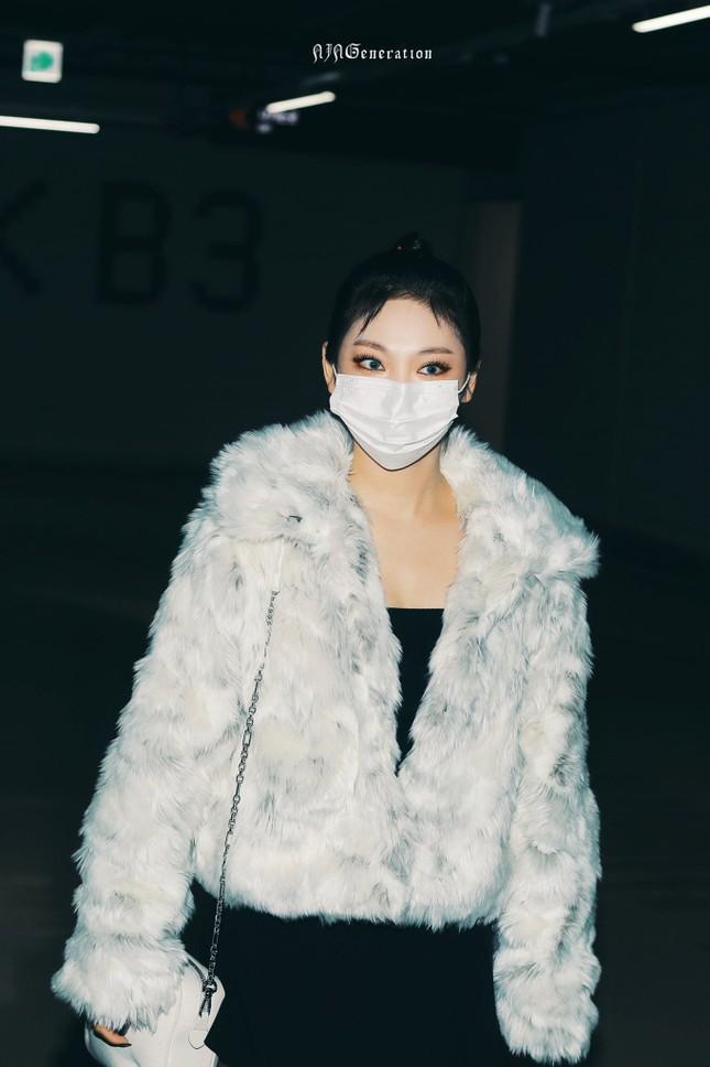 Hóa ra lâu nay netizen đã mắng oan Ning Ning khi thấy cô nàng ăn mặc quá phong phanh ảnh 4