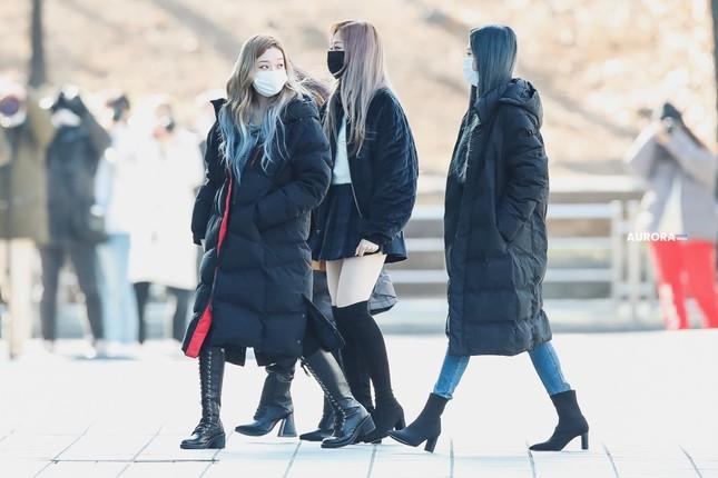aespa gây sốc trên thảm đỏ vì mặc đồ kém sang, nhìn Giselle tưởng quên mang giày ảnh 4