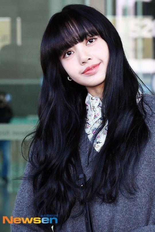 Lisa bỗng dưng chuyển sang tóc mái thưa: Trước đã xinh nay còn đẹp hơn bội phần ảnh 1