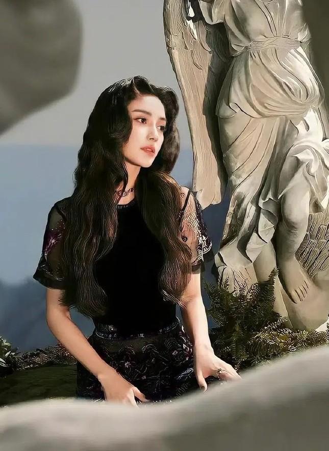 """Cùng là """"nàng thơ Dior"""" nhưng Jisoo BLACKPINK vẫn có thứ phải chịu thua Angela Baby  ảnh 4"""