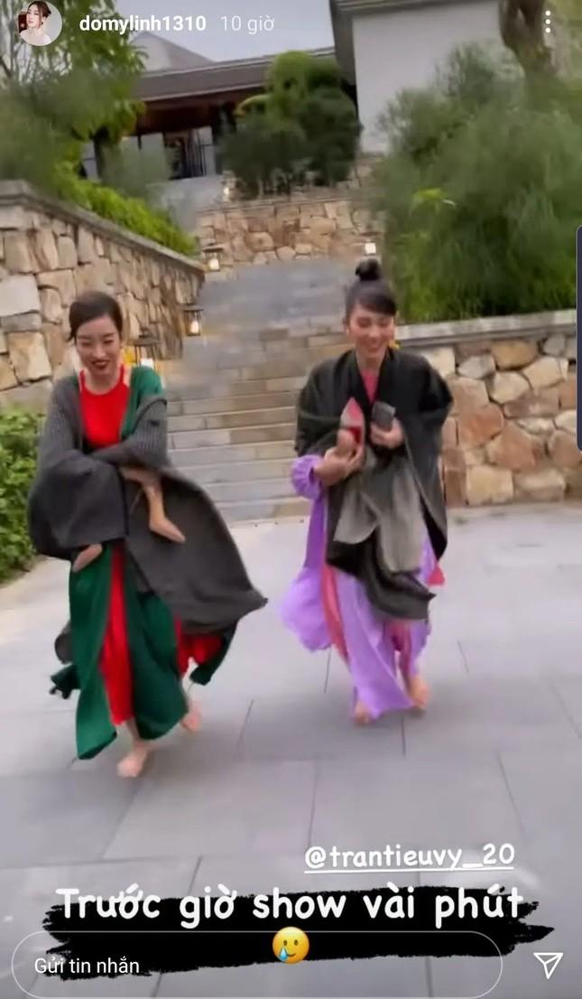 Sự thực phũ phàng sau bộ ảnh lung linh của Hoa hậu Mỹ Linh và Tiểu Vy tại Yên Tử  ảnh 3