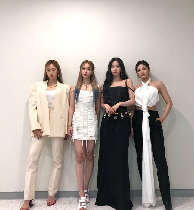 Vừa mới chê aespa mặc xấu, netizen càng sốc hơn khi biết xuất xứ trang phục của nhóm ảnh 2