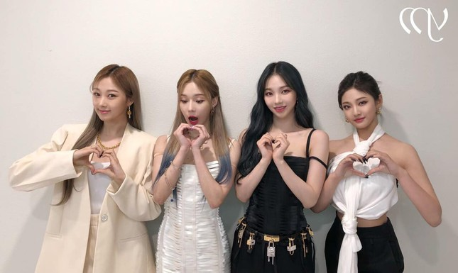 Vừa mới chê aespa mặc xấu, netizen càng sốc hơn khi biết xuất xứ trang phục của nhóm ảnh 3