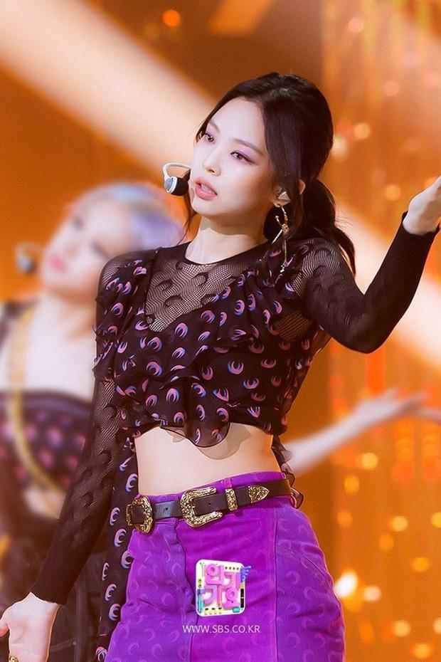 Ngoài BLACKPINK, nhiều idol cũng mê mẩn trang phục trăng lưỡi liềm dù rất khó mặc đẹp ảnh 2
