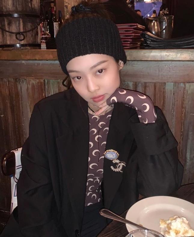 Ngoài BLACKPINK, nhiều idol cũng mê mẩn trang phục trăng lưỡi liềm dù rất khó mặc đẹp ảnh 3