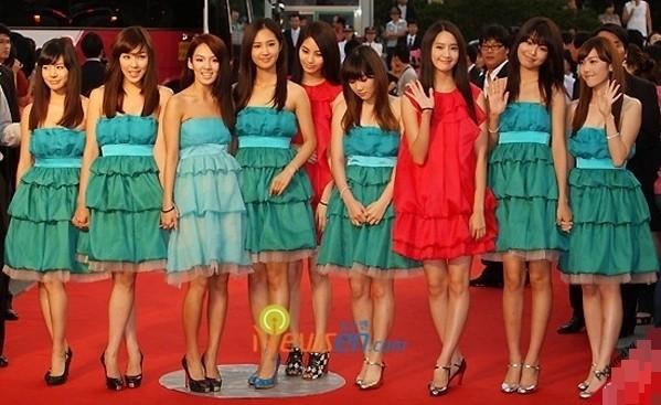 """SM Ent có """"thù oán"""" gì với thảm đỏ mà nhất định phải cho idol nhà mình mặc xấu? ảnh 4"""