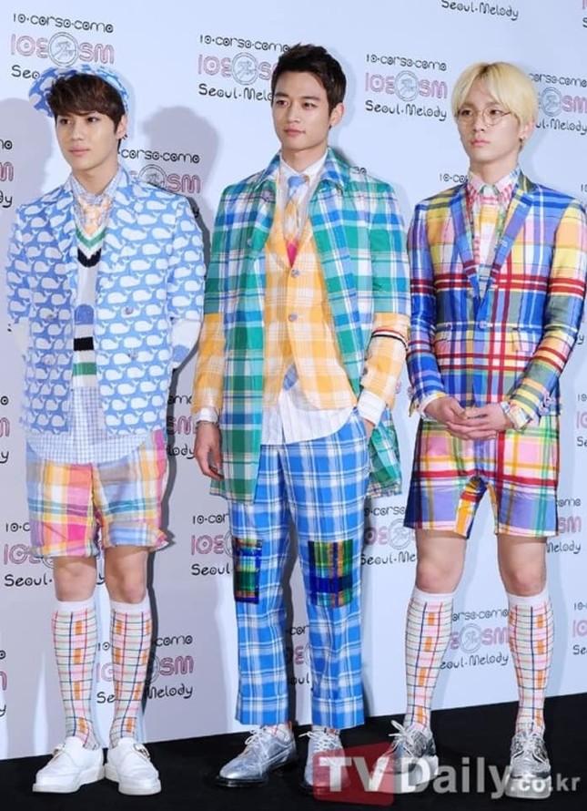 """SM Ent có """"thù oán"""" gì với thảm đỏ mà nhất định phải cho idol nhà mình mặc xấu? ảnh 8"""