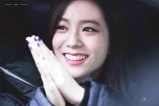 """Netizen Hàn bỗng dưng tranh cãi nảy lửa về Jisoo BLACKPINK, lý do thì rất """"cạn lời"""" ảnh 2"""