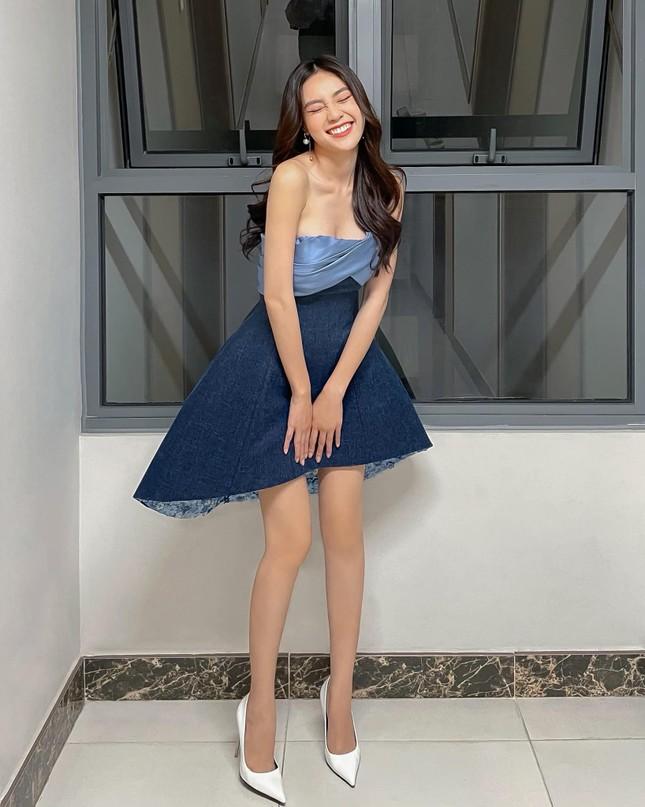 Chiếc váy thần thánh của NTK Lê Thanh Hòa: Cô gái nào mặc cũng hóa chân dài eo thon ảnh 6