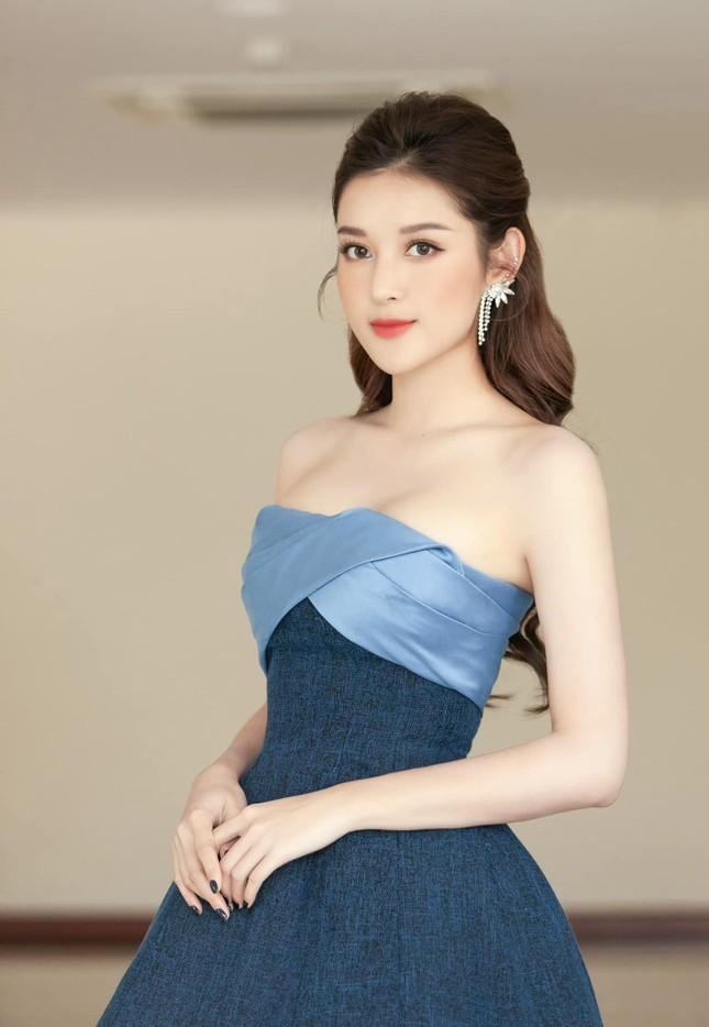 Chiếc váy thần thánh của NTK Lê Thanh Hòa: Cô gái nào mặc cũng hóa chân dài eo thon ảnh 3