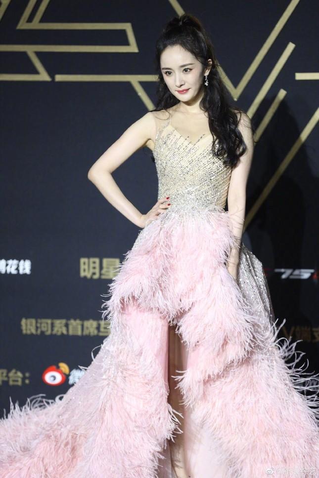 """Lai lịch gây sốc của chiếc váy hồng """"xa xỉ nhưng chẳng đẹp"""" mà Dương Mịch vừa diện ảnh 6"""