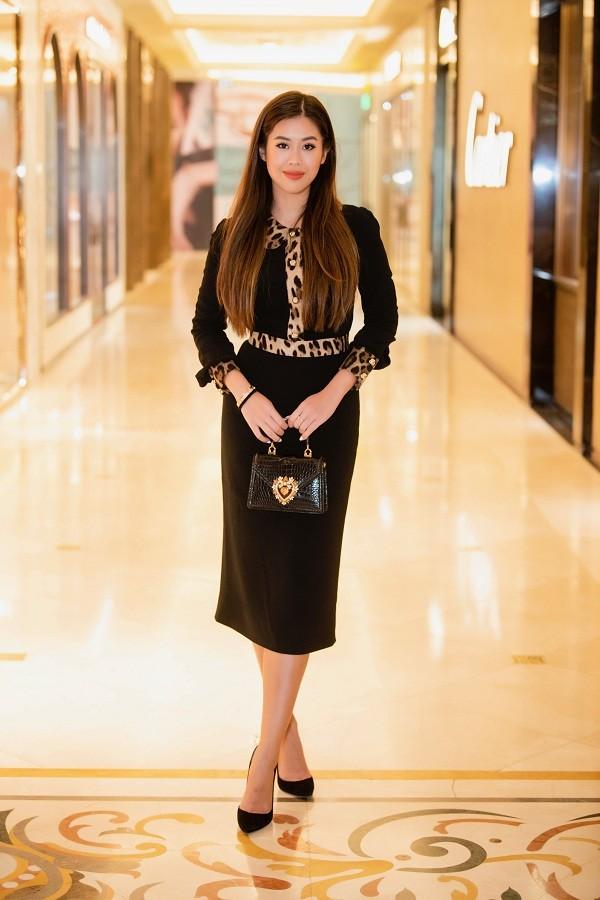 """Hiếm hoi lắm mới thấy chị em chồng Hà Tăng khoe thần thái sang chảnh chuẩn """"rich kid"""" ảnh 3"""