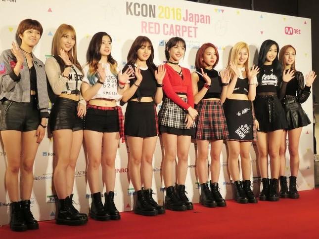 Nayeon (TWICE) năm lần bảy lượt mặc đồ một mình một kiểu, muốn chơi trội hay gì? ảnh 4