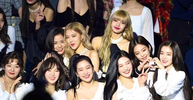 """""""Đại chiến visual"""" của Irene và Jisoo: Netizen không biết chọn ngọt ngào hay sang chảnh ảnh 6"""