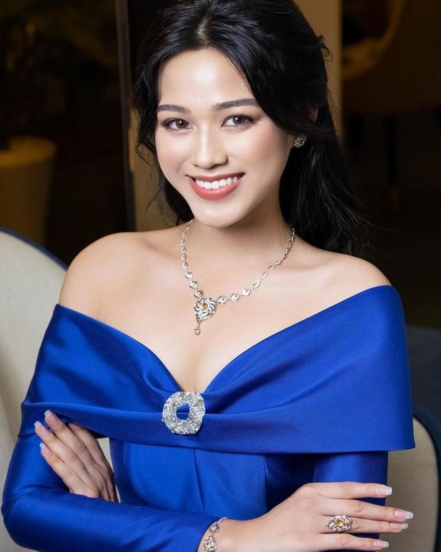 Chỉ cần đổi cách trang điểm, Hoa hậu Đỗ Thị Hà đã thăng hạng nhan sắc đến khó nhận ra ảnh 4