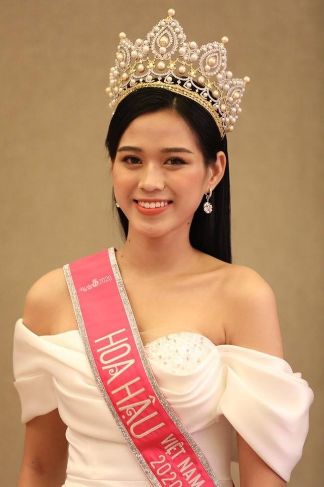 Chỉ cần đổi cách trang điểm, Hoa hậu Đỗ Thị Hà đã thăng hạng nhan sắc đến khó nhận ra ảnh 2
