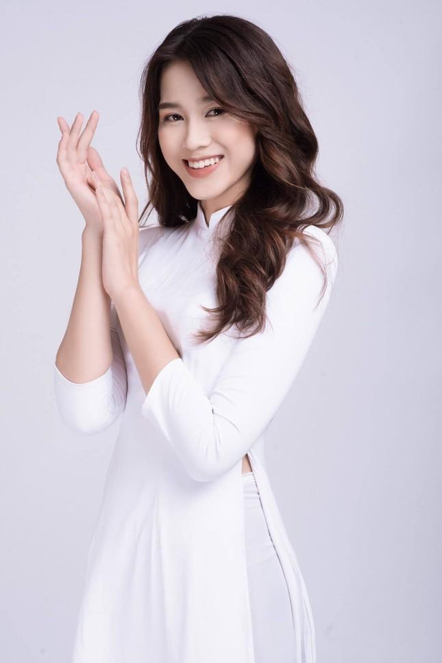 Chỉ cần đổi cách trang điểm, Hoa hậu Đỗ Thị Hà đã thăng hạng nhan sắc đến khó nhận ra ảnh 1
