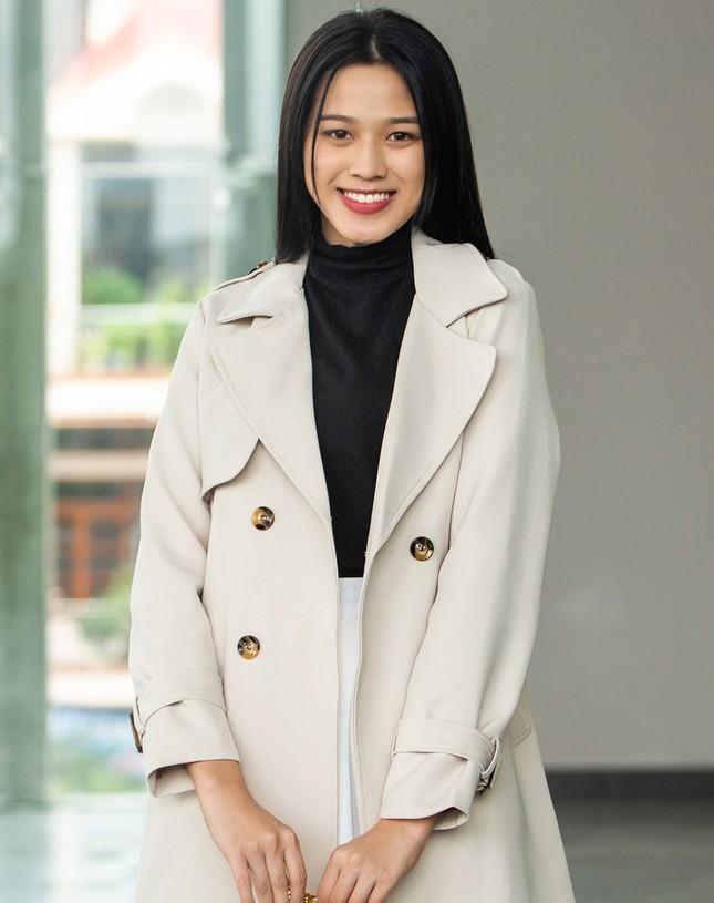 Lần đầu tiên hai Hoa hậu Đỗ Thị Hà và Mỹ Linh đụng hàng: Xinh đẹp bất phân thắng bại ảnh 4