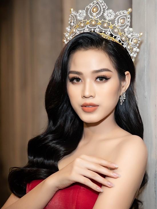 Lần đầu tiên hai Hoa hậu Đỗ Thị Hà và Mỹ Linh đụng hàng: Xinh đẹp bất phân thắng bại ảnh 3