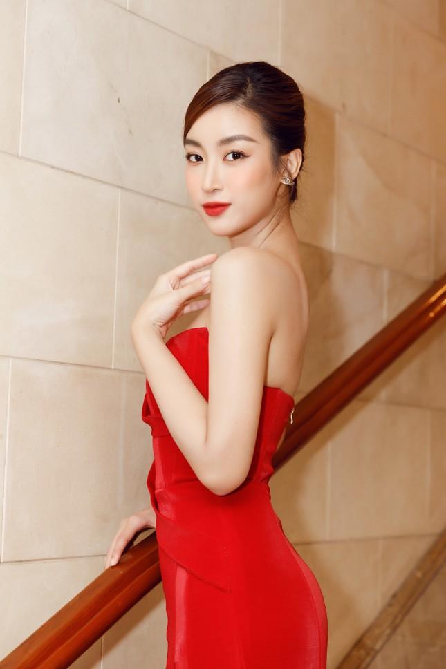 Lần đầu tiên hai Hoa hậu Đỗ Thị Hà và Mỹ Linh đụng hàng: Xinh đẹp bất phân thắng bại ảnh 6