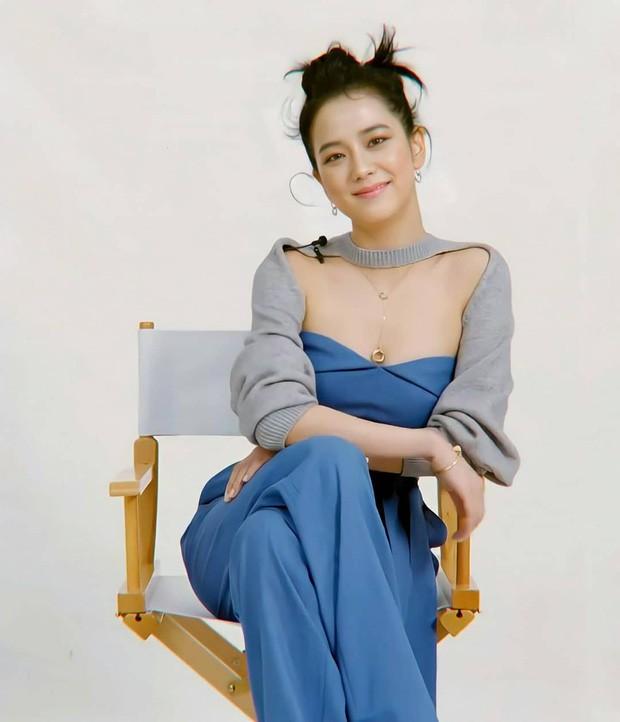 BLACKPINK và nhiều nữ idol rủ nhau mặc theo mốt Song Hye Kyo khởi xướng từ 16 năm trước ảnh 5
