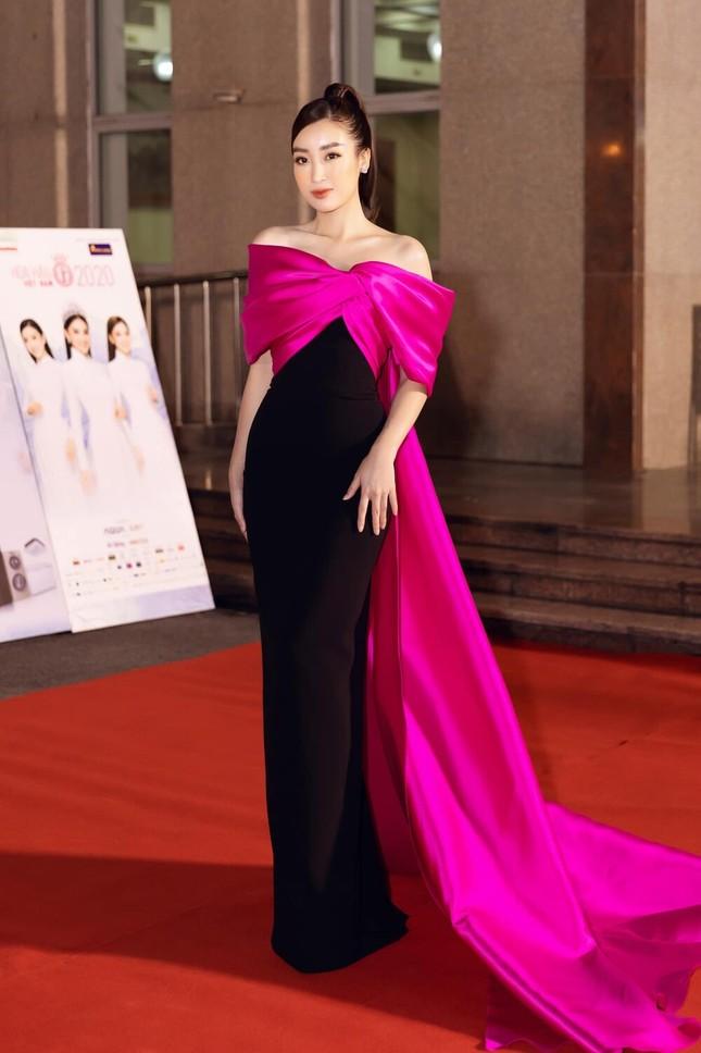 Nhìn Nam Em đụng hàng với Hoa hậu Đỗ Mỹ Linh mới thấy quan trọng vẫn là thần thái ảnh 5