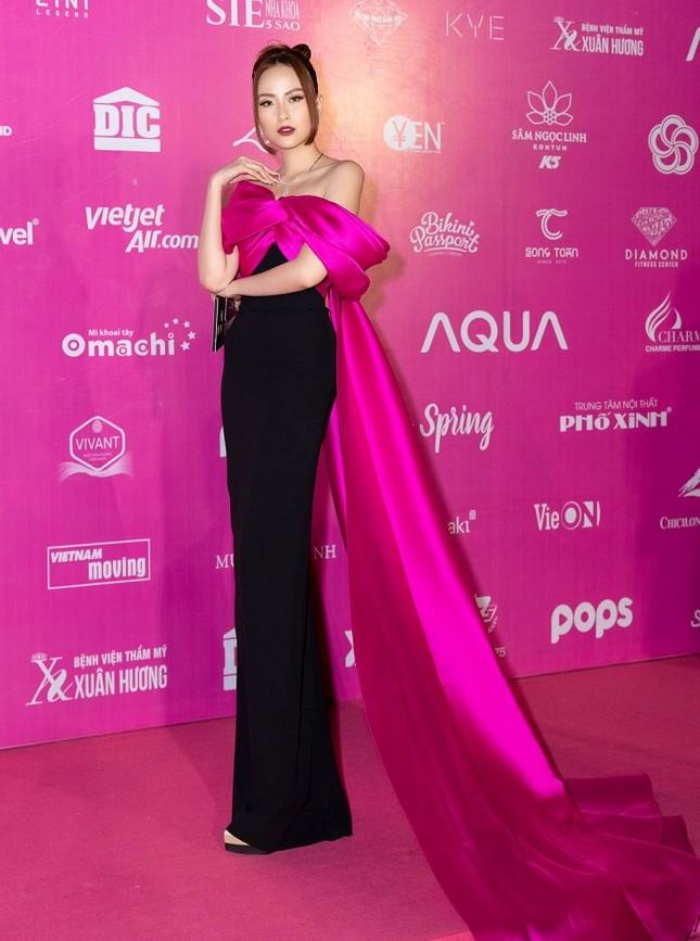 Không chỉ đụng hàng Hoa hậu Mỹ Linh, Nam Em còn đọ dáng với hai người đẹp khác ảnh 5
