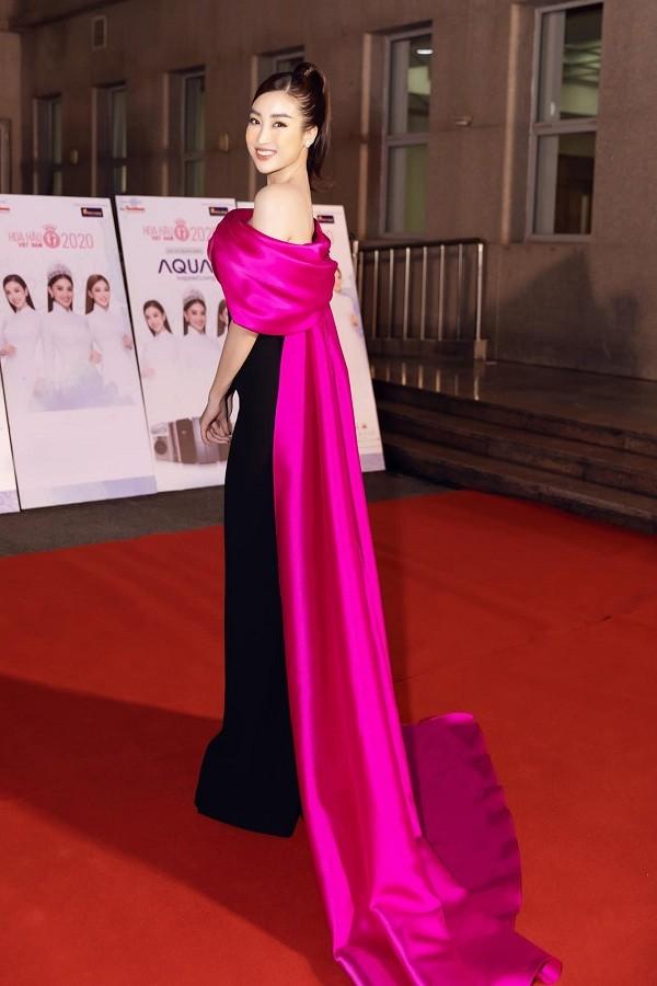 Không chỉ đụng hàng Hoa hậu Mỹ Linh, Nam Em còn đọ dáng với hai người đẹp khác ảnh 3