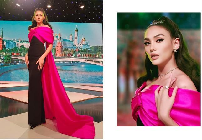 Không chỉ đụng hàng Hoa hậu Mỹ Linh, Nam Em còn đọ dáng với hai người đẹp khác ảnh 7