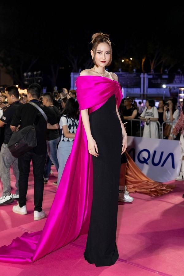 Không chỉ đụng hàng Hoa hậu Mỹ Linh, Nam Em còn đọ dáng với hai người đẹp khác ảnh 6