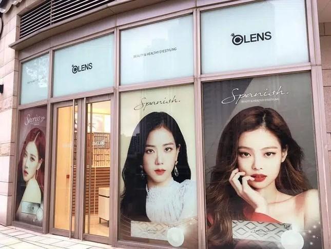 Làm đại sứ toàn cầu cho nhãn hàng lớn mà Rosé (BLACKPINK) lại bị hãng nhỏ bỏ quên ảnh 4