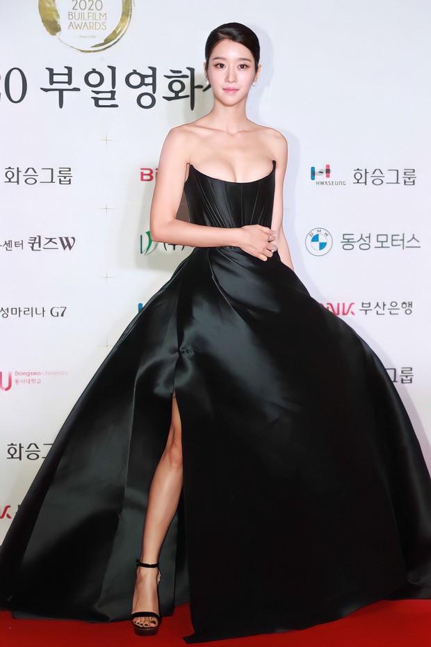 Sau Nam Em, hàng loạt mỹ nhân Việt bị nghi mặc váy nhái giống của Seo Ye Ji ảnh 1