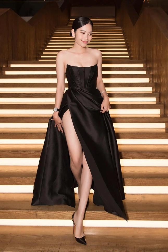 Sau Nam Em, hàng loạt mỹ nhân Việt bị nghi mặc váy nhái giống của Seo Ye Ji ảnh 3