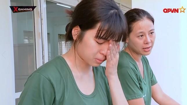 Không hẹn mà gặp, hai nàng Khánh Vân đều chung cảnh tỏa sáng đầu năm, thị phi cuối năm ảnh 2