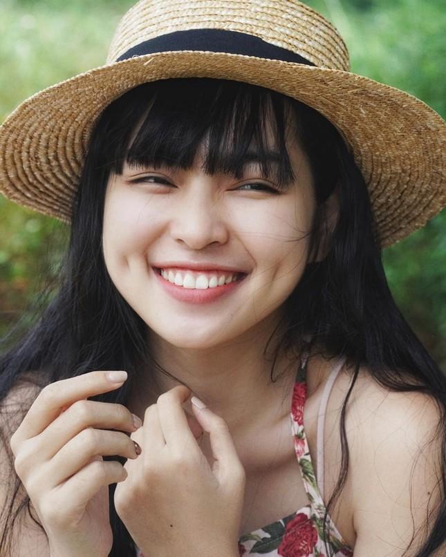 Không hẹn mà gặp, hai nàng Khánh Vân đều chung cảnh tỏa sáng đầu năm, thị phi cuối năm ảnh 1