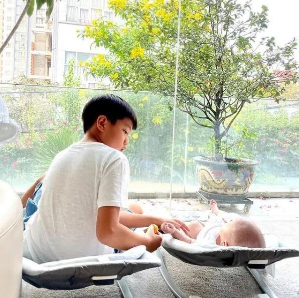 Hồ Ngọc Hà khoe ảnh cận mặt con trai Leon, cư dân mạng bất ngờ có chung phản ứng ảnh 3