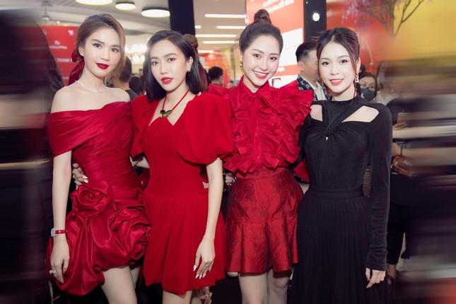 Nhìn 3 người đẹp V-Biz đụng hàng bộ váy đen mới thấy quá mảnh mai chưa chắc đã đẹp ảnh 5