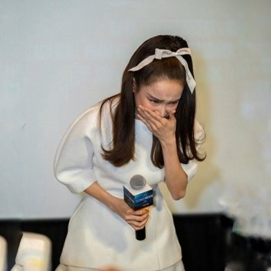 Bất ngờ với phản ứng của nhiều netizen trước màn bật khóc xin lỗi vì đến muộn của Nhã Phương ảnh 3