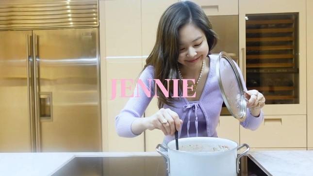 Video đầu tiên của Jennie trên kênh YouTube riêng có gì mà khiến dân tình xuýt xoa ao ước? ảnh 2