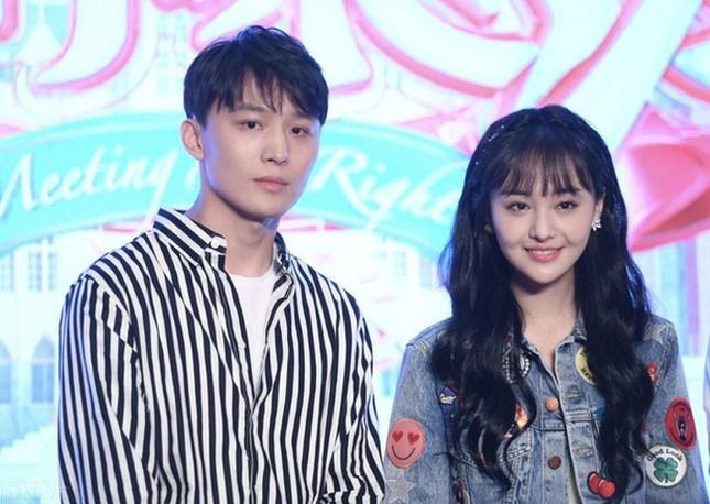 """Từ bê bối Trịnh Sảng, netizen phát hiện điểm trùng hợp giật mình giữa hai nữ chính """"Vườn Sao Băng"""" ảnh 5"""