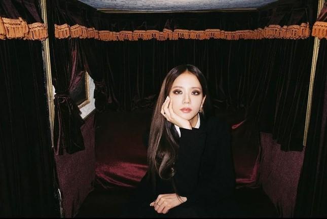 """Không hổ danh """"idol xinh như Hoa hậu"""", Jisoo cứ trang điểm mắt khói lại đẹp hút hồn ảnh 5"""