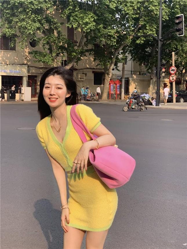 Đắng như Thiều Bảo Trâm: Vừa khoe dáng đã bị nghi mặc đồ nhái của váy Jennie diện ảnh 6