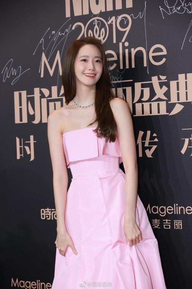"""Váy cạp cao khoe eo thon như Seo Ye Ji đang thành """"chân ái"""" của hàng loạt sao châu Á ảnh 8"""
