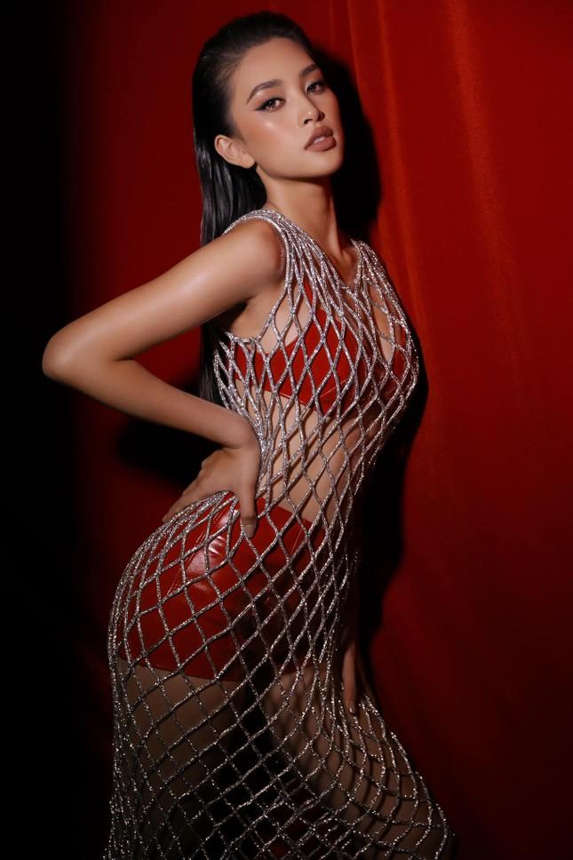 Ngắm Tiểu Vy mới lạ với tóc ngắn, chợt nhận ra chưa kiểu tóc nào làm khó được Hoa hậu ảnh 4