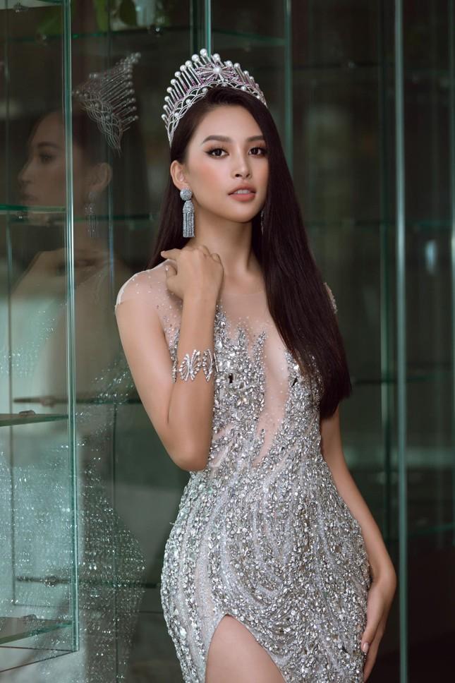 Ngắm Tiểu Vy mới lạ với tóc ngắn, chợt nhận ra chưa kiểu tóc nào làm khó được Hoa hậu ảnh 3
