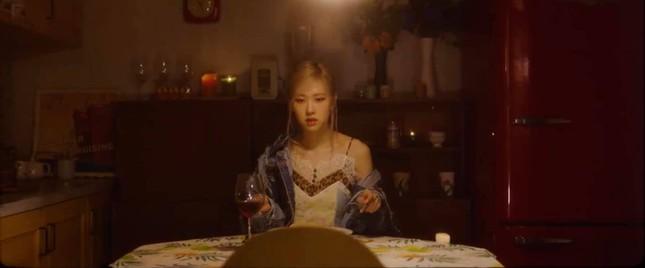 Vì đâu fan K-Pop cho rằng YG Ent mắc sai lầm trầm trọng khi cho Rosé solo theo cách này? ảnh 2