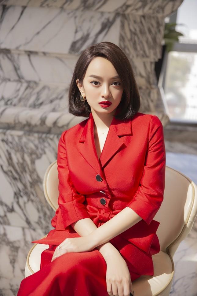 """Choáng ngợp với tủ đồ của """"tiểu thư siêu giàu"""" Kaity Nguyễn trong """"Gái Già Lắm Chiêu V"""" ảnh 5"""