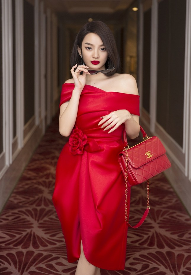 """Choáng ngợp với tủ đồ của """"tiểu thư siêu giàu"""" Kaity Nguyễn trong """"Gái Già Lắm Chiêu V"""" ảnh 4"""