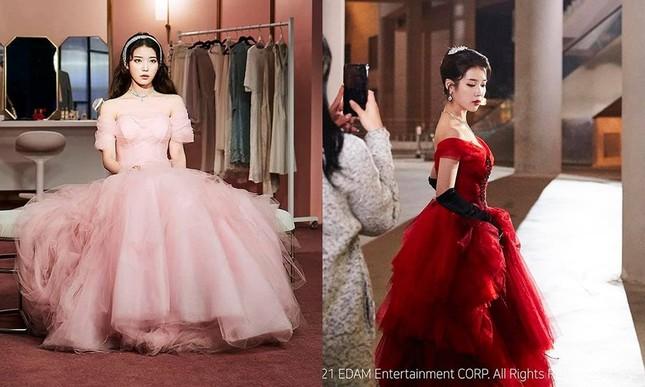 """IU thay tới 11 bộ đồ trong MV """"Celebrity"""": Đơn giản mà cực chất, học theo không khó! ảnh 2"""