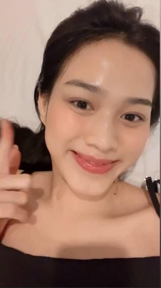 """Hoa hậu Đỗ Thị Hà cứ khoe mặt mộc là gây """"bão mạng"""": Da căng bóng, đẹp đỉnh cao!  ảnh 1"""
